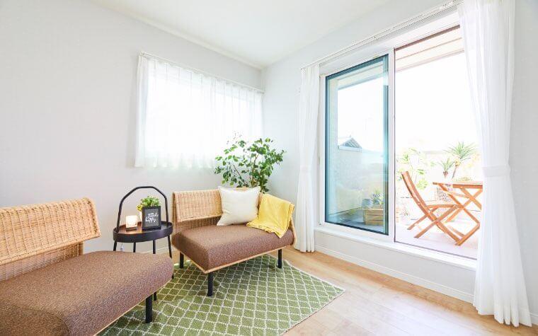 子ども部屋と繋がるファミリールーム。大きな窓から陽の光がたっぷり入る心地よい部屋です。